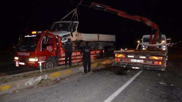 TIR'ın çarptığı kamyonet sürücüsü öğretmen öldü